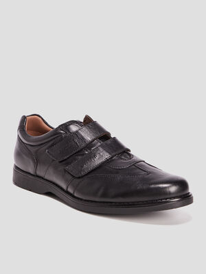 Sneakers a scratchs en cuir noir homme