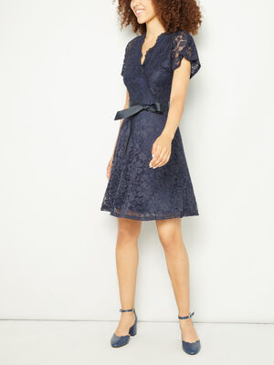 Robe en dentelle ceinturee bleu marine femme