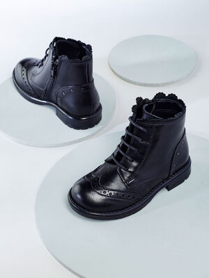 Boots cuir decoupes croquees studs noir bebe