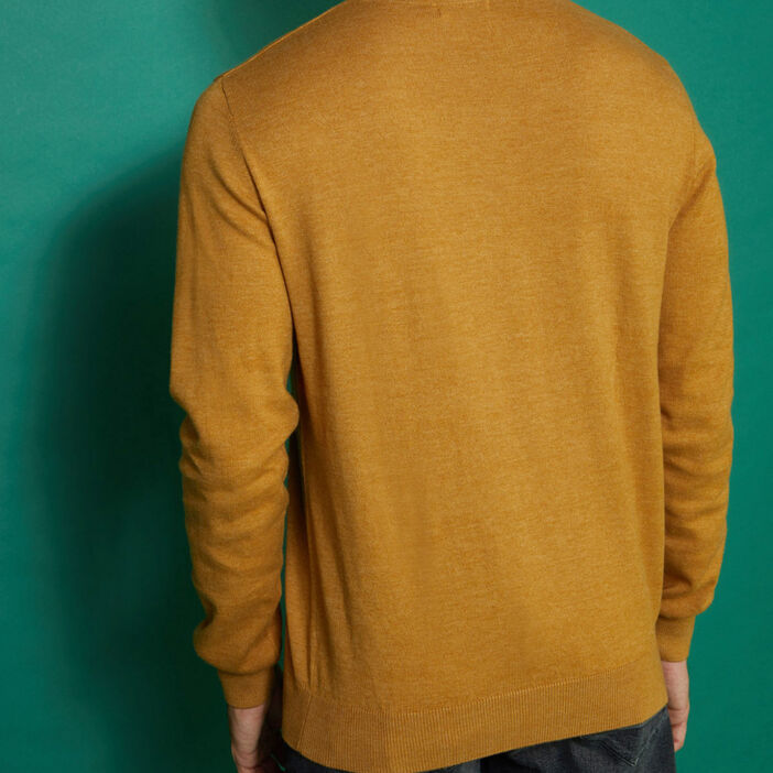 Pull maille jersey col V homme jaune moutarde