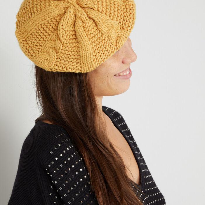 Béret tricoté avec torsades femme jaune moutarde